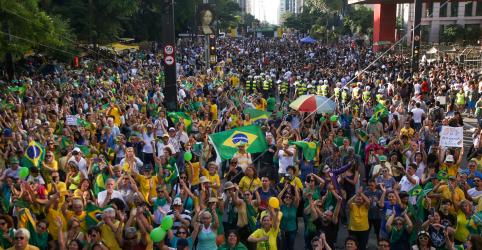 Placeholder - loading - Imagem da notícia Apoio à democracia no Brasil cai, diz Datafolha