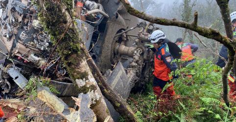 Placeholder - loading - Imagem da notícia Helicóptero cai em Taiwan e deixa ao menos 8 mortos, incluindo comandante das Forças Armadas