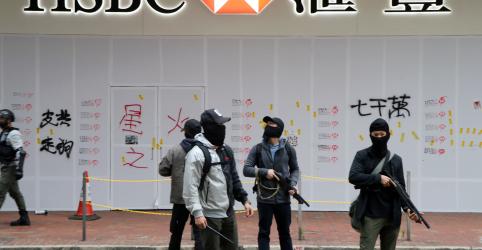 Placeholder - loading - Imagem da notícia Polícia de Hong Kong diz ter prendido centenas de manifestantes no dia do Ano Novo