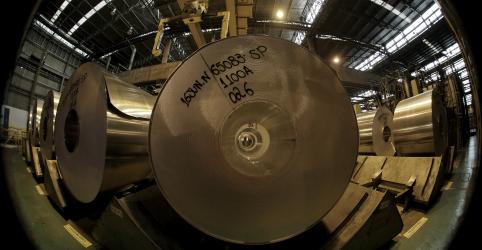 Atividade manufatureira do Brasil desacelera em dezembro, mas otimismo aumenta, mostra PMI