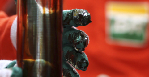 Placeholder - loading - Imagem da notícia Brasil bate recorde histórico na exportação de petróleo em dezembro