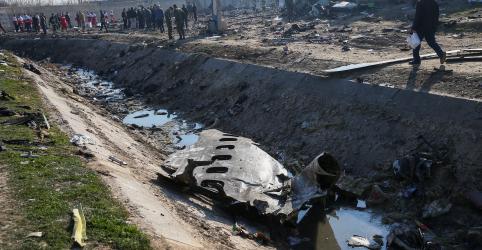 Avião ucraniano cai logo após decolagem no Irã e deixa 176 mortos