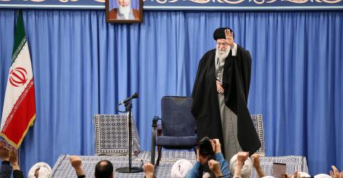 Líder supremo do Irã diz que ataque com mísseis foi 'tapa na cara' dos EUA