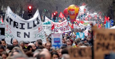 Placeholder - loading - Sindicatos franceses saem às ruas para protesto decisivo contra reforma da Previdência