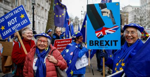 Placeholder - loading - Imagem da notícia Parlamentares britânicos aprovam acordo de saída da UE e viram página na crise do Brexit
