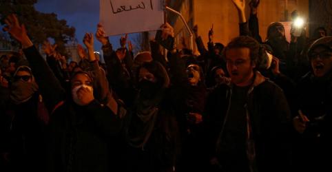 Placeholder - loading - Imagem da notícia 'Clérigos, sumam daqui!': Irã vê protestos após desastre aéreo