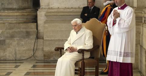 Placeholder - loading - Imagem da notícia Ex-papa Bento 16 quer nome retirado de livro sobre celibato, diz secretário
