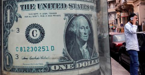 Placeholder - loading - Dólar salta 1,3% e fecha acima de R$4,18 com incerteza sobre melhora no fluxo cambial