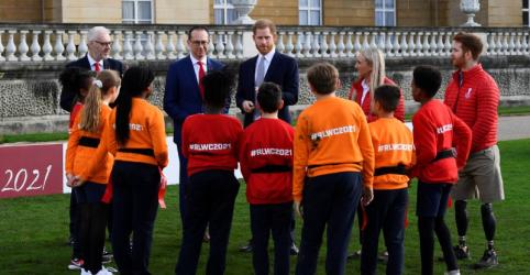 Placeholder - loading - Imagem da notícia Príncipe Harry faz primeira aparição pública após anúncio de afastamento de funções reais