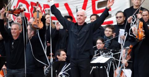 Ópera de Paris se apresenta a céu aberto em protesto contra reforma de previdência