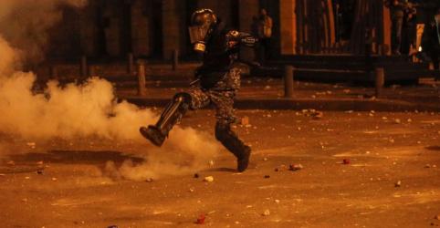 Mais de 370 pessoas ficam feridas durante protestos em Beirute, dizem socorristas