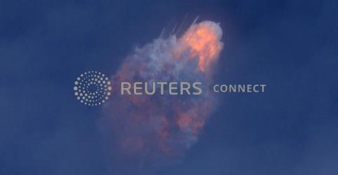 Cápsula da SpaceX aterrissa após teste simulando falha em foguete