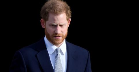 Placeholder - loading - Imagem da notícia Príncipe Harry busca 'vida mais pacífica' ao encerrar funções na realeza
