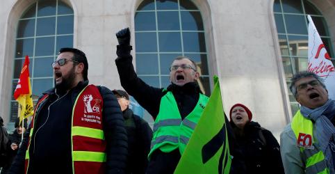 Placeholder - loading - Imagem da notícia Protesto contra reforma da Previdência fecha maior hidrelétrica da França