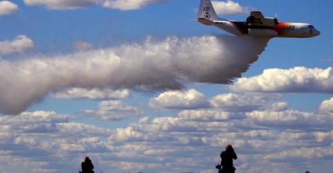 Placeholder - loading - Imagem da notícia Avião canadense cai durante operação para conter incêndios na Austrália e 3 morrem