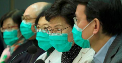 Hong Kong suspende trens e balsas para China continental para conter propagação de vírus