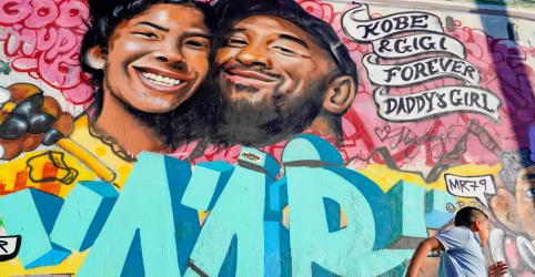 Placeholder - loading - Imagem da notícia Viúva de Kobe Bryant rompe silêncio sobre morte de astro da NBA e filha