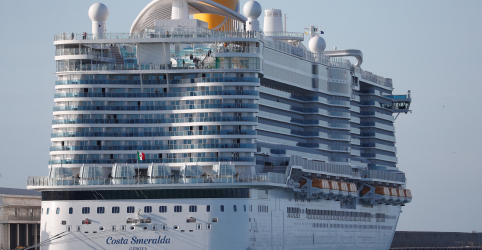 Placeholder - loading - Imagem da notícia Passageira a bordo de navio de cruzeiro italiano retido não tinha coronavírus, diz ministério italiano