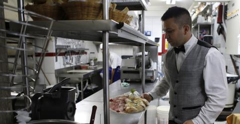 Placeholder - loading - Setor de serviços acelera crescimento em janeiro com aumento de novos pedidos, aponta PMI