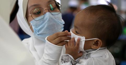 Placeholder - loading - Imagem da notícia Mães podem passar coronavírus para fetos, dizem médicos chineses