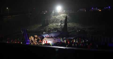 Placeholder - loading - Avião se parte após pouso em Istambul, mata 1 e fere 157