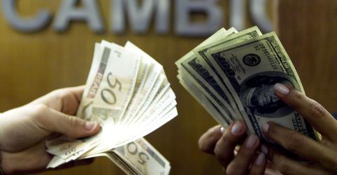 Placeholder - loading - Dólar 'ignora' Copom, fecha em alta e bate máxima recorde ante real com força da moeda no exterior