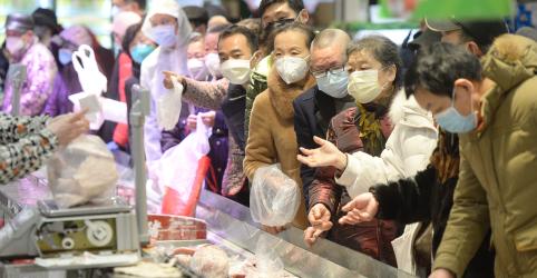 Placeholder - loading - Imagem da notícia Casos de coronavírus fora da China 'podem ser fagulha' para incêndio maior, diz OMS