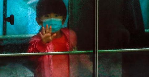 Placeholder - loading - Imagem da notícia Especialista chinês diz que coronavírus pode atingir pico em breve, mortos passam de mil