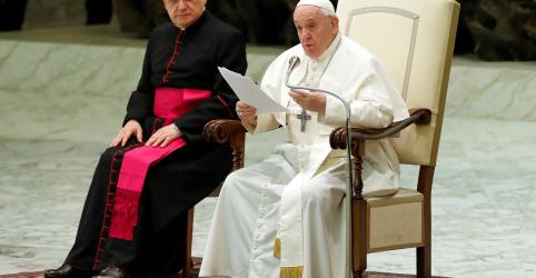 Placeholder - loading - Imagem da notícia Papa Francisco descarta proposta de ordenação de homens casados na Amazônia