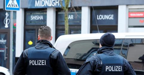 Placeholder - loading - Imagem da notícia Alemanha reabre debates sobre discurso de ódio e controle de armas após ataque em bar de narguilé
