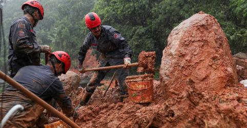 Placeholder - loading - Mortes por fortes chuvas no litoral de SP chegam a 24; desaparecidos somam 25