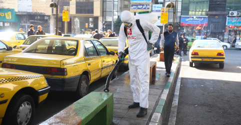 Irã fará verificação telefônica do coronavírus e ampliará fechamento de escolas