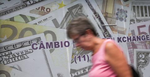 BC vende US$3 bi, mas dólar crava 12ª alta e bate recorde de R$4,651 por exterior e coronavírus