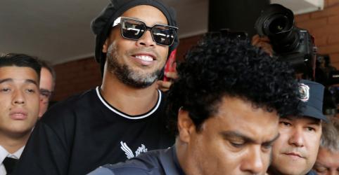 Placeholder - loading - Imagem da notícia Ronaldinho Gaúcho chega a acordo com Procuradoria do Paraguai por caso de passaporte adulterado