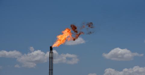Placeholder - loading - Preços do petróleo chegam a desabar 30% após Arábia Saudita sinalizar 'guerra' por mercado