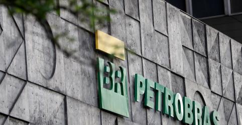 Placeholder - loading - Imagem da notícia Ações da Petrobras têm maior queda da história com tombo dos preços do petróleo
