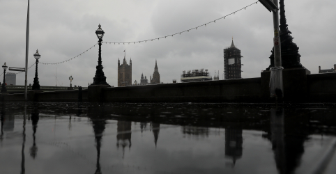 Placeholder - loading - Imagem da notícia Não há planos para fechar Parlamento britânico após teste positivo para coronavírus, diz porta-voz