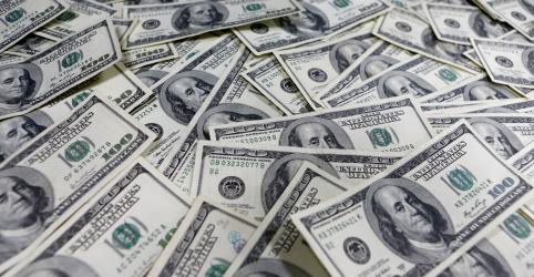Dólar reduz alta após superar R$5, mas crava novo recorde histórico em meio a caos nos mercados globais