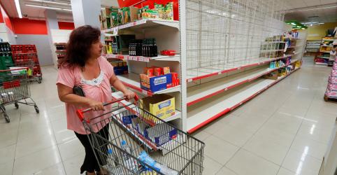 Placeholder - loading - Imagem da notícia Argentina fecha fronteiras por 15 dias para combater coronavírus
