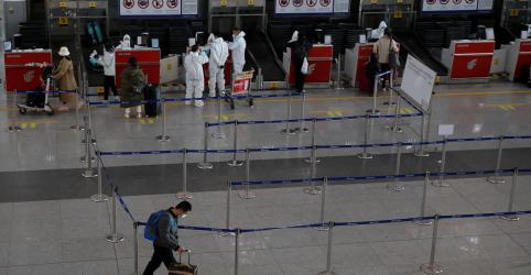 Placeholder - loading - China tem menos casos locais de coronavírus, mas vê chegada de viajantes infectados