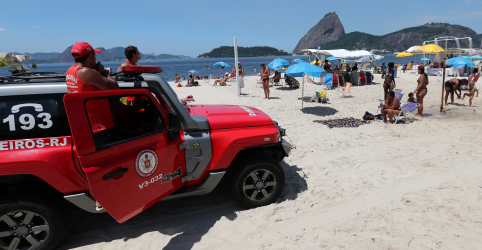 Placeholder - loading - Imagem da notícia Bombeiros fazem alerta em praias do Rio contra aglomerações devido ao coronavírus
