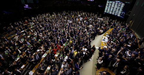 Placeholder - loading - Imagem da notícia Cresce pressão por suspensão dos trabalhos no Congresso, mas ainda há resistências