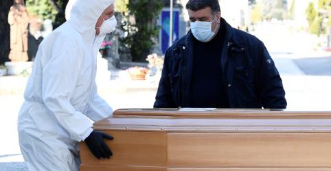 Placeholder - loading - Imagem da notícia Exército da Itália retira corpos de cidade sobrecarregada pelo coronavírus