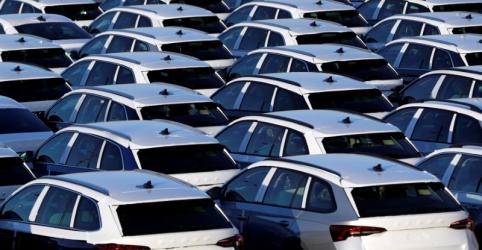 Fiat, Renault e Toyota engrossam paradas de produção de veículos no Brasil