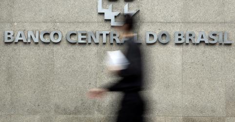 Placeholder - loading - Imagem da notícia FOCUS-Mercado corta previsão de crescimento do PIB para 1,48% em 2020; estimativa para dólar sobe
