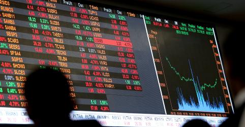 Ibovespa recua com aversão a risco no exterior; mercado acompanha novas medidas contra Covid-19