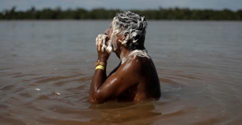 Placeholder - loading - Imagem da notícia Depois de varíola e malária, indígenas temem avanço do coronavírus no Brasil