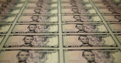Placeholder - loading - Imagem da notícia Dólar amplia ganhos contra real em meio a pessimismo global e conflitos políticos domésticos