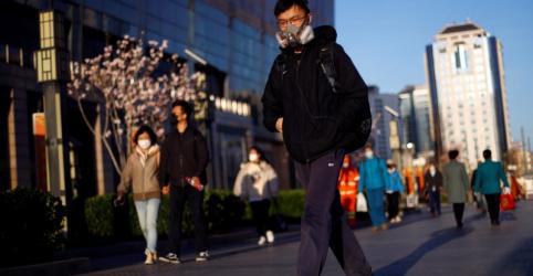Estrangeiros são alvo de suspeita na China enquanto coronavírus piora no exterior