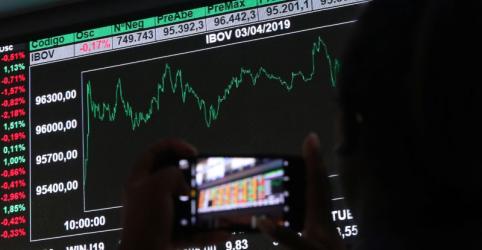 Ibovespa fecha em baixa no dia, mas avança 9,5% na semana e quebra série de perdas